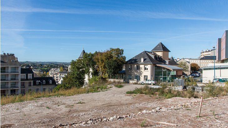 La parcelle est située à l'emplacement de l'ancienne maternité